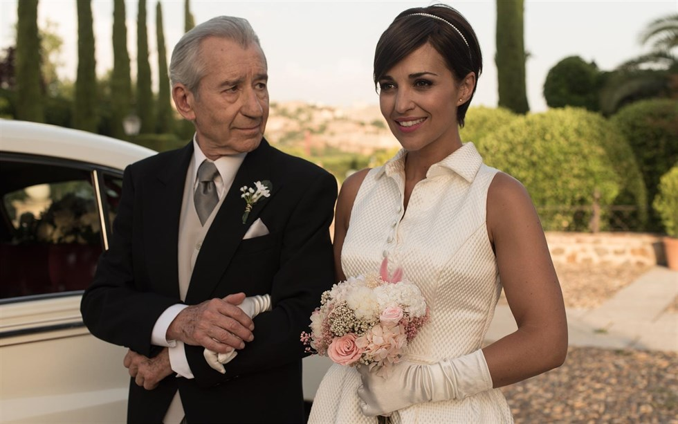 velvet. dos vestidos de rosa clará para la boda más esperada del año